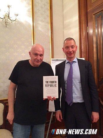 Матвей Ганапольский получил паспорт гражданина Украины