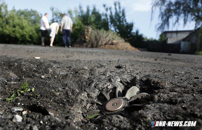 Украинские силовики ночью обстреляли окраины Донецка, Ясиноватой и южных сел ДНР