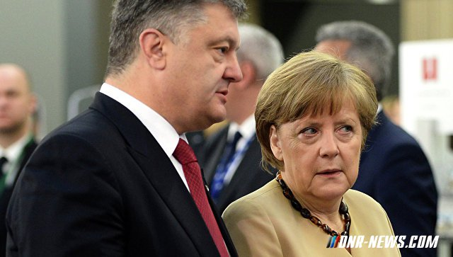 """Меркель призвала Порошенко сделать """"решающий шаг"""" в реализации """"Минска-2"""""""