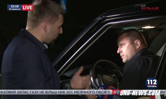Парасюк разгромил машину Вилкула под зданием телеканала в Киеве