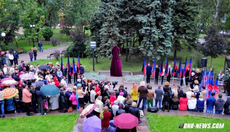 В Донецке открыли памятник узникам фашистских концентрационных лагерей