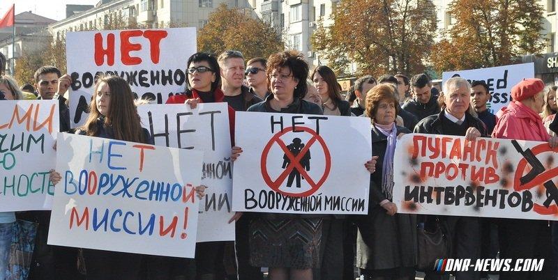 Более 17 тыс. жителей ЛНР участвовали в митинге против ввода вооруженных миссий