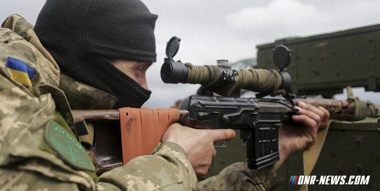 Украинский снайпер ранил мирного жителя в Ясиноватском районе