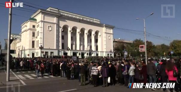 В Донецке прощаются с Моторолой — прямая трансляция