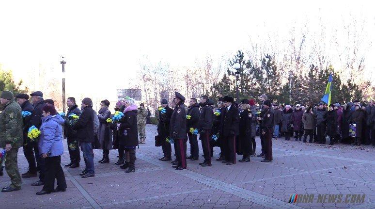 """Украинские активисты Мариуполя и Славянска провели митинги по случаю """"Дня Достоинства"""""""