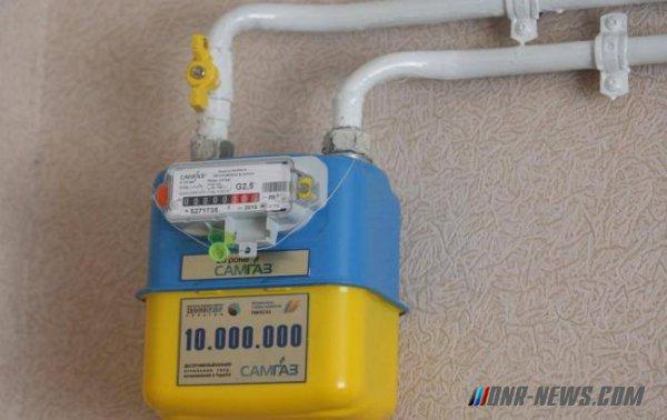 Шокированные платежками за газ мариупольцы кувалдами разбивают газовые счетчики