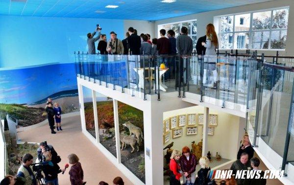 В Донецком краеведческом музее торжественно открыли восстановленный зал живой природы