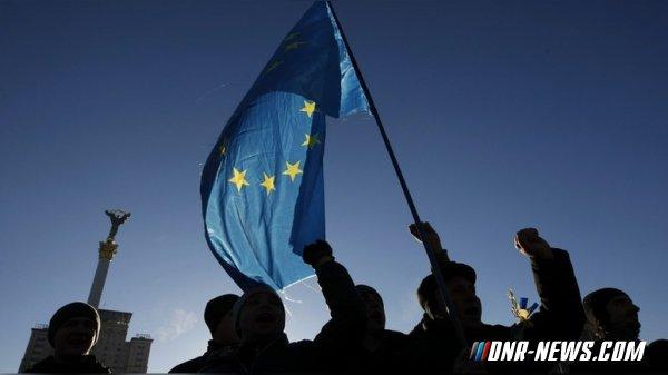 """Politico: на Украине угасает """"страстное увлечение"""" Евросоюзом"""