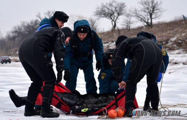 Сотрудники МЧС ДНР продемонстрировали свои навыки по спасению людей на льду