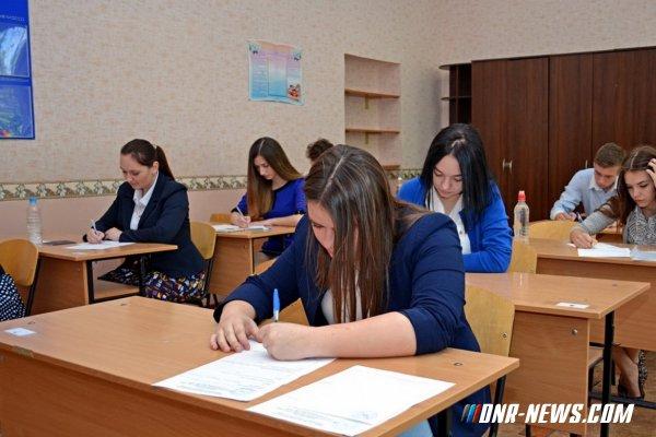 Полякова: Украинский язык останется обязательным для изучения в школах ДНР в 2017 году