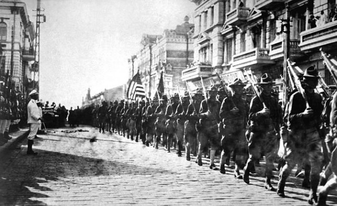 1424695042_1338609676_700px-american_troops_in_vladivostok_1918_hd-sn-99-02013