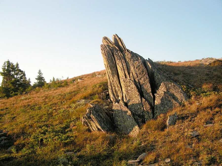30-03 воткнутые камни