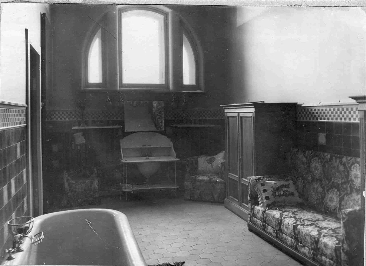 0_ab009_20a47324_XXXLВанная комната в квартире Соловьевой.