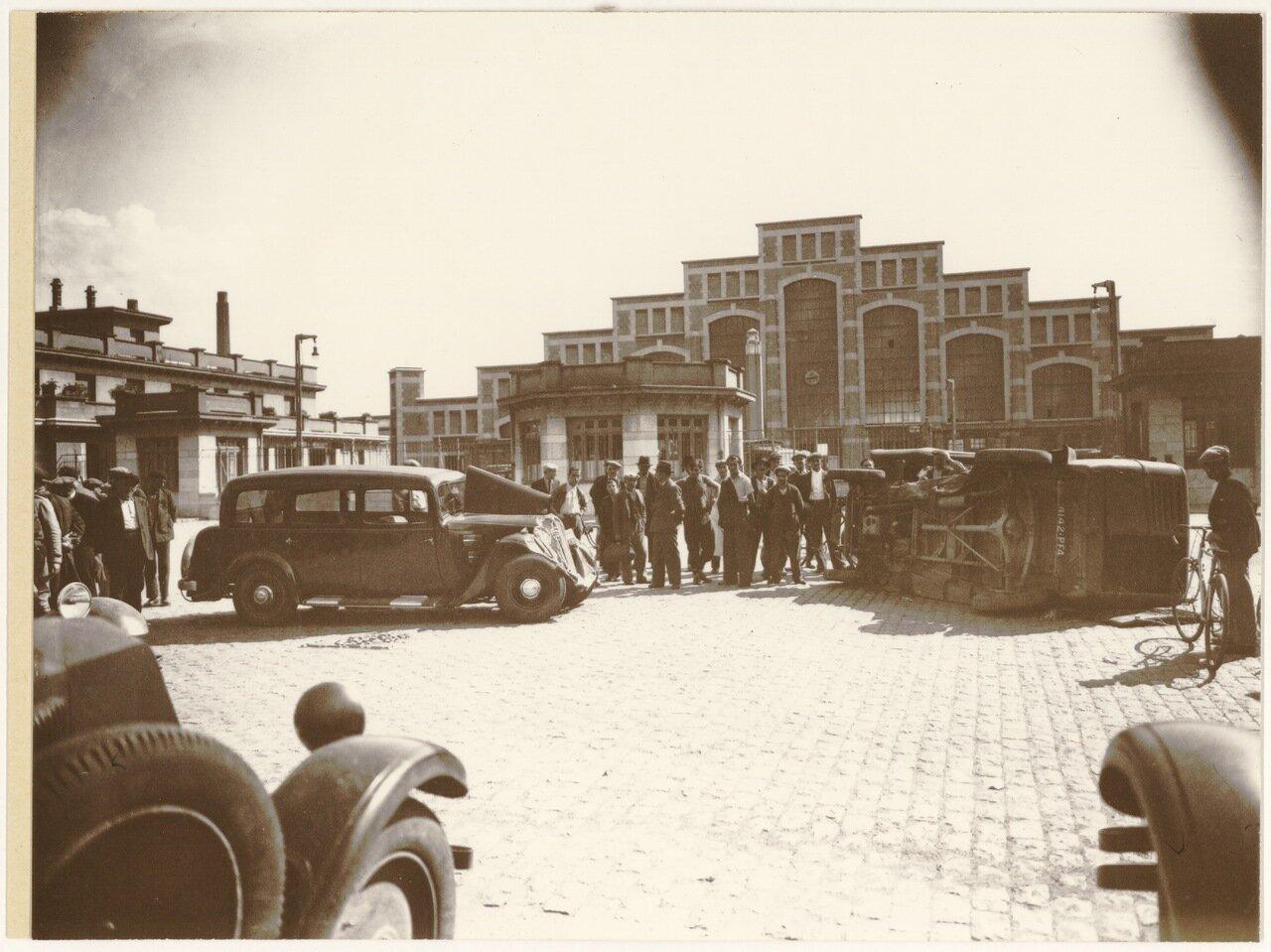 1930-е. Дорожно-транспортное происшествие возле «Halle Tony Garnier»