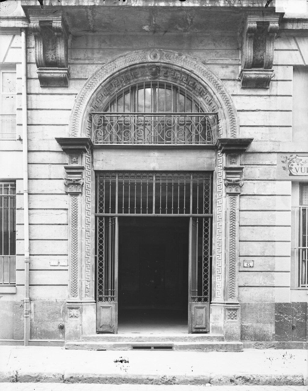 Вход в старый отель Гадань