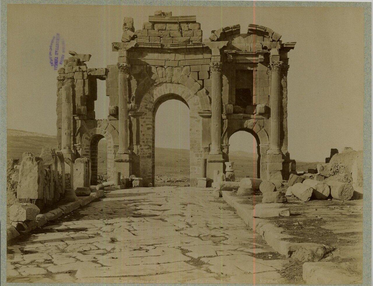 Тимгад. Триумфальная арка