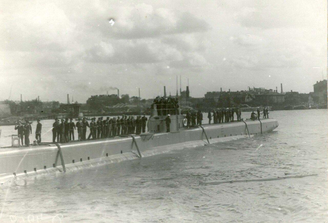 04. Подводная лодка «Ерш», спущенная на воду со стапелей завода