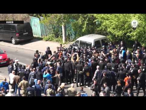 Видео столкновений 1 мая у музея ВОВ в Киеве