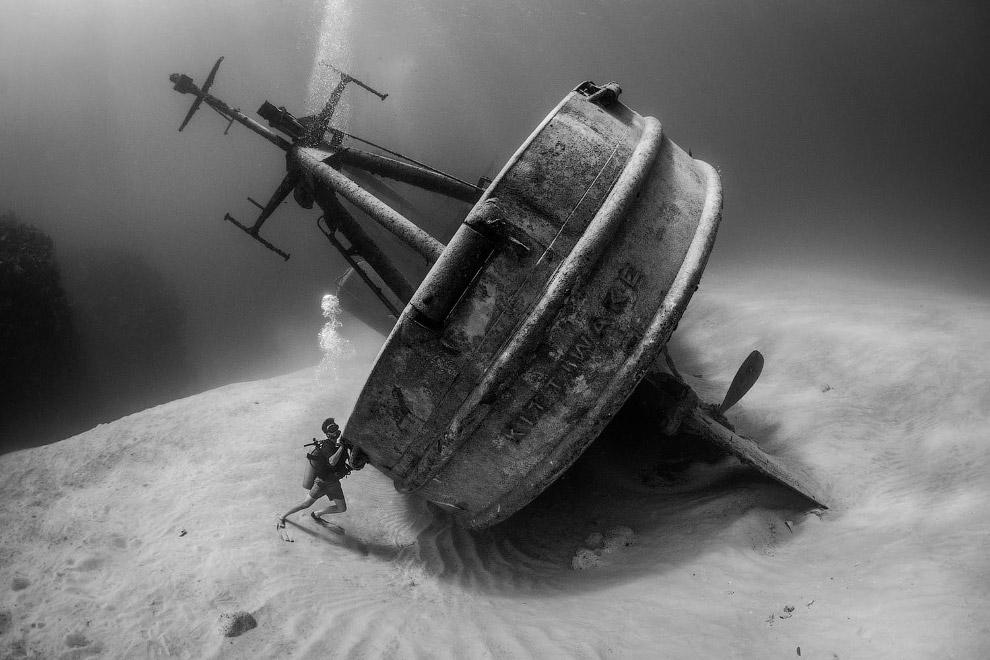 Спасательное судно USS Kittiwake, затопленное у Каймановых островов специально для дайверов