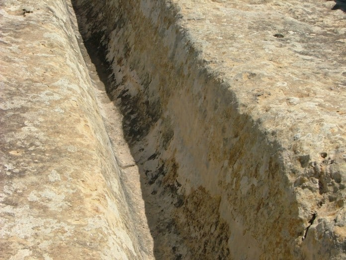 Каменные колеи на о. Мальта.