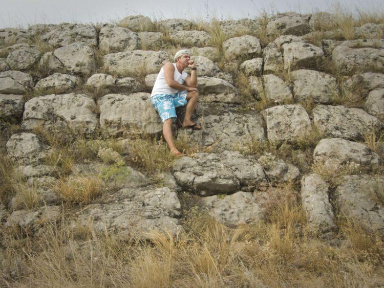 Автор фото Дмитрий Сергиенко у Краснодонской стены