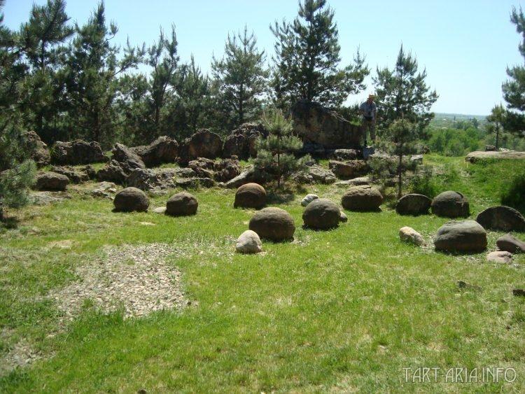 Конкреции, хранящиеся на территории Александровской крепости в г. Усть-Лабинске, Краснодарского края.