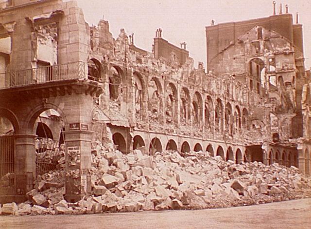 Здание Министерства финансов Франции после артобстрела. Париж, 1871г.