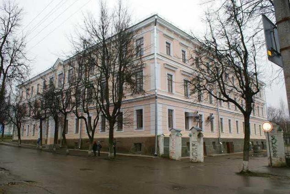 Школа-гимназия №1 им. Л.Поземского. Псков.
