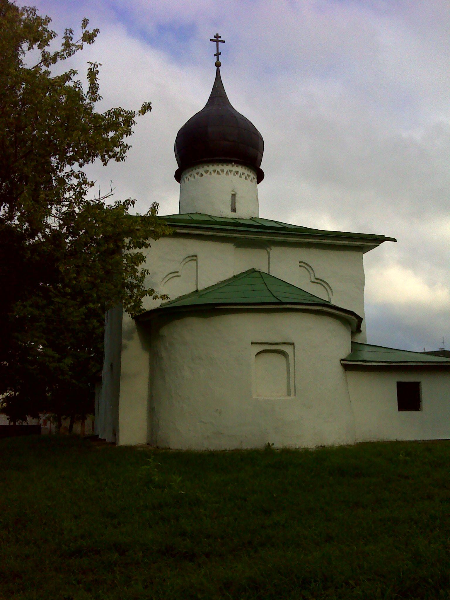 Церковь Николы от Каменной ограды. Псков.