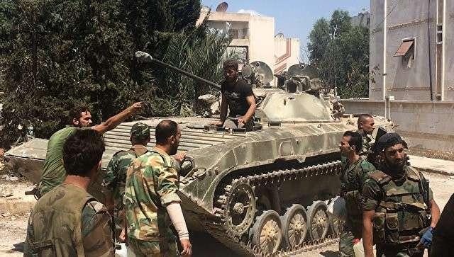 Бойцы сирийской армии при штурме военных училищ на юго-западе Алеппо. Архивное фото