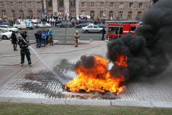 В центре Киева горят шины, бастующие обещают перекрыть улицы (ФОТО, ВИДЕО) | Русская весна