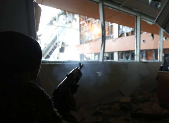 Аэропорт: бой между вторым и третьим этажами старого терминала (фото) | Русская весна