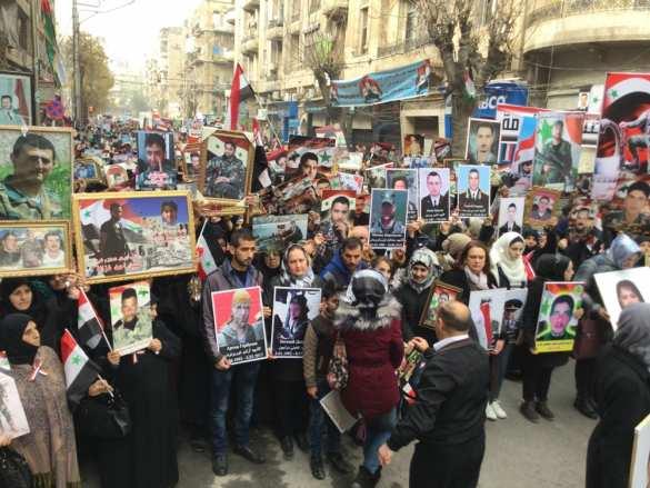 «Бессмертный полк»: 10000 сирийцев пронесли плакаты военных России и САР в благодарность за освобождение Алеппо (ФОТО) | Русская весна