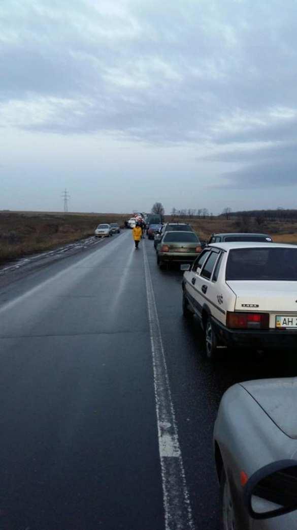Коллапс: закрыты несколько КПП на Донбассе, люди стоят в очередях по несколько дней (ФОТО) | Русская весна