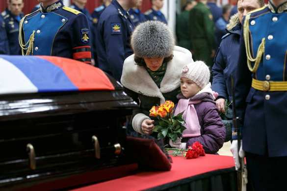 Так хоронят Героев: Под оружейные залпы 30000 человек простились с майором Филиповым (ФОТО) | Русская весна