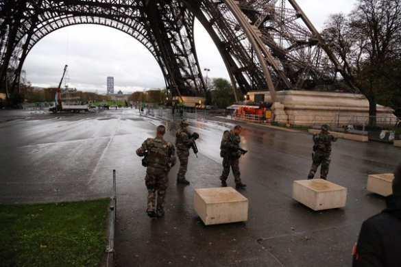 ВАЖНО: Полиция Парижа не подтвердила террористическую угрозу в районе Эйфелевой башни (ФОТО) | Русская весна