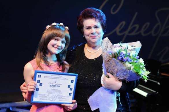 Юная исполнительница из ДНР получила награду на фестивале в Москве (ФОТО) | Русская весна