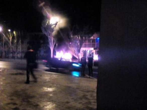 СРОЧНО: В центре Донецка взорвался автомобиль (+ФОТО) | Русская весна