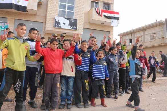 Сирия: российские военные «попали в окружение» к детям в освобожденном от боевиков городе (ФОТО) | Русская весна