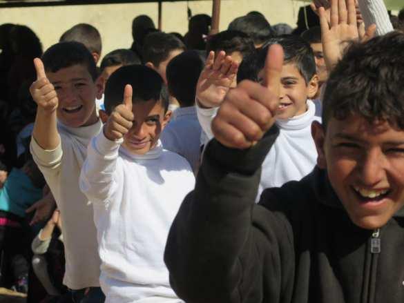 «Катюша» и «Полюшко-поле»: Сирийские красавицы и дети встретили российских военных песнями (ФОТО) | Русская весна