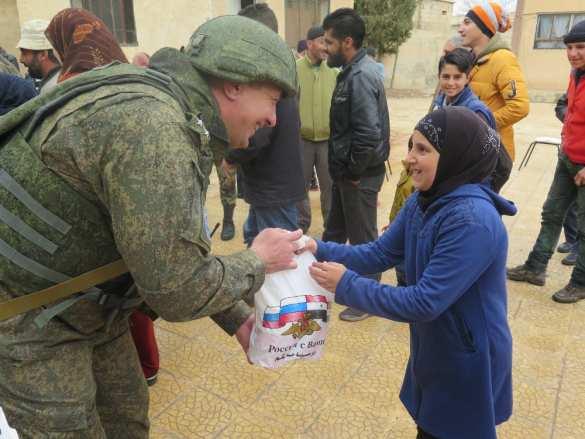Российские военные прибыли в город сдавшихся боевиков (ФОТО) | Русская весна