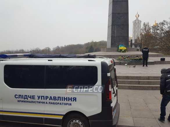 В Киеве вандалы залили цементом Вечный огонь (ФОТО) | Русская весна