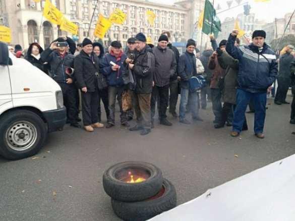 ВАЖНО: В центре Киева начались столкновения между полицией и протестующими. Смотрите и комментируйте с «Русской Весной» (ФОТО, ВИДЕО, ПРЯМАЯ ТРАНСЛЯЦИЯ)   Русская весна
