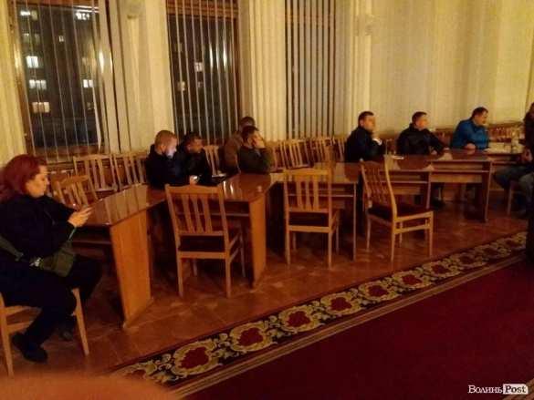 СРОЧНО: Майдан набирает обороты — вЛуцке протестующие ворвались вобладминистрацию (+ФОТО)   Русская весна