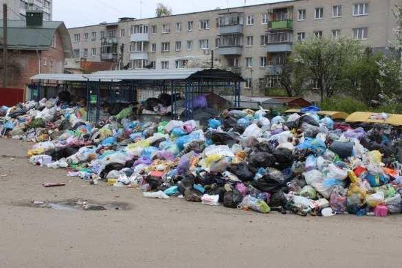 «Рагульское быдло»: Шокирующие кадры Пасхи на фоне гор мусора во Львове (ФОТО, ВИДЕО) | Русская весна