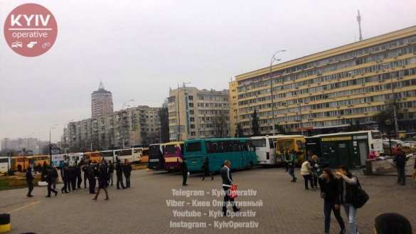 В Киеве водители маршруток заблокировали обладминистрацию (ФОТО)   Русская весна