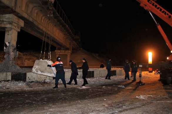 ВАЖНО: Попытка подрыва ж/д моста вДонецке (ФОТО) | Русская весна
