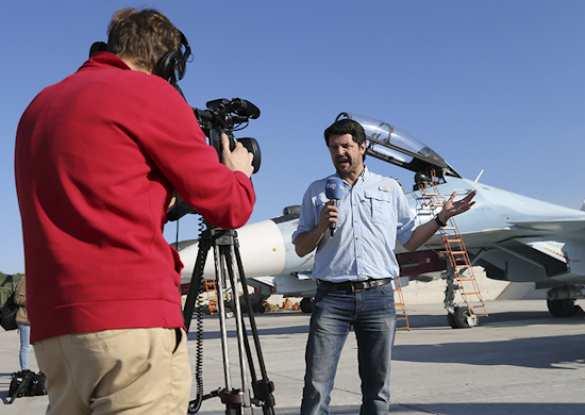 На авиабазу Хмеймим прибыли почти 50 журналистов из 12 стран, чтобы ознакомиться с действиями ВКС РФ в Сирии (ФОТОРЕПОРТАЖ) | Русская весна