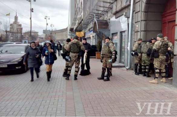 В центре Киева каратели обыскивают горожан «ради их же безопасности» (ФОТО) | Русская весна
