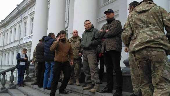 В Полтаве «активисты» заблокировали горсовет (ФОТО, ВИДЕО) | Русская весна